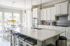 There are many ways of incorporating white kitchen cabinets into your kitchen design. And we have a gallery featuring some stylish ideas how to do that. Updated Kitchen, New Kitchen, Kitchen Decor, Kitchen Ideas, Room Kitchen, Space Kitchen, Kitchen Updates, Awesome Kitchen, Kitchen Small