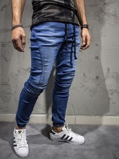Black slim fit jeans with zipper from the waistline to the right knee. show-stopper. Jogger Pants Outfit, Denim Joggers, Ripped Jeans Men, Slim Jeans, Jeans For Men, Moda Men, Fashion Joggers, Best Jeans, Slim Fit