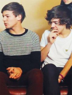 biting, cute, fingers, funny, harry styles, larry stylinson, louis tomlinson, one direction, weird