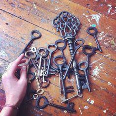 Mousie Masala - charmaineolivia: I have some keys (Taken with. Under Lock And Key, Key Lock, Antique Keys, Vintage Keys, Antique Hardware, Door Knobs And Knockers, Old Keys, Key To Happiness, Keys Art