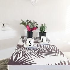 Table covered with pixerstick by Sophia http://sophiagaleria.de/dekoration-ein-baum-an-der-wand-und-palmenblaetter-auf-dem-tisch/