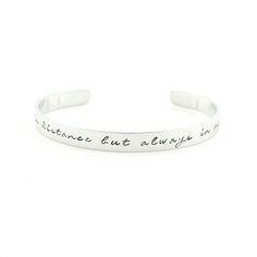 Apart in distance but always in my heart. :) Maak jouw outfit compleet en helemaal jou met een armband met eigent tekst!