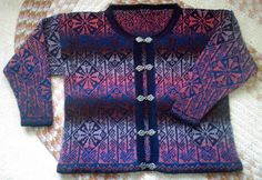 Lindisfarne Sweater pattern by Alice Starmore Celtic collection ( heb ik)