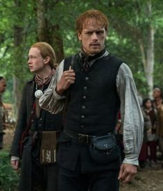 Young Ian (John Bell) and Jamie Fraser (Sam Heughan) in Outlander Season Four on Starz Outlander Costumes, Outlander Tv, Outlander Series, Lord John, Richard Rankin, Drums Of Autumn, The Fiery Cross, Thing 1, Caitriona Balfe