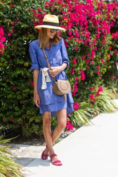 Summer style - bright dress, crossbody and hat