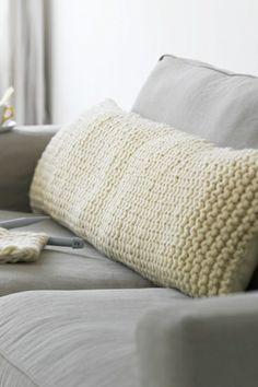 Coussin tricoté...et vos invités ne voudront plus quitter le canapé!