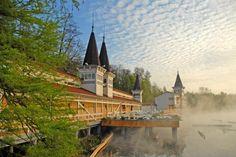 Der Hévízer Heilsee an der westungarischen Bäderstraße ist der weltweit größte natürliche und biologisch aktive Thermalsee.