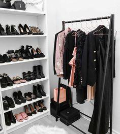 fall decor home Closet Vanity, Wardrobe Closet, Closet Bedroom, Closet Space, Walk In Closet, Bedroom Decor, Organizar Closet, Dream Closets, Closet Designs