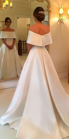 Looks more like a gala gown than a wedding dress but still gorgeous. Looks more like a gala gown than a wedding dress but still gorgeous. Looks more like a gala gown than a wedding dress but still gorgeous. Dream Wedding Dresses, Bridal Dresses, Prom Dresses, Simple Wedding Gowns, Simple Weddings, Modest Wedding, Backless Wedding, Wedding Outfits, Simple Wedding Dress Sleeves