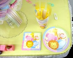 Adorable plates for the Noah's Ark Baby Shower Theme!!!