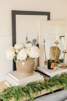 Recamier: know what it is and how to use it in decoration with 60 ideas - Home Fashion Trend Hygge, Interior Styling, Interior Design, Santa Figurines, Small Apartments, Home Decor Accessories, Christmas Home, Seasonal Decor, Accent Decor