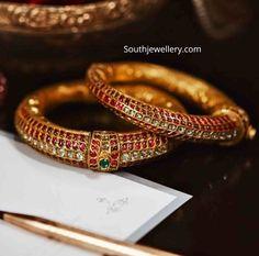 Bracelets Design, Gold Bangles Design, Jewelry Design, Kids Bracelets, Ruby Jewelry, Emerald Earrings, Antique Earrings, Gold Jewelry Simple, Simple Necklace