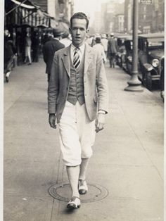thestudenttailor:  American street style in 1927. Loving those plus-fours.