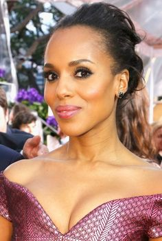 Kerry Washington's pretty pink lips and eye makeup at the 2015 Golden Globes