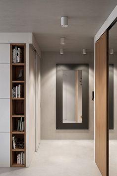 großer Wandspiegel im Flur und Schiebetür zum Schlafzimmer