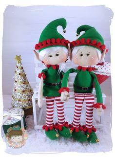 Pareja de duendes Navideños – Pepitas de Chocolate Elf Decorations, Pink Christmas Decorations, Holiday Decor, Felt Crafts, Diy And Crafts, Christmas Crafts, Christmas Ornaments, Felt Banner, Sugar Art