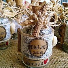 Dantelli lavanta şişesi, nikah, nişan, söz ve düğünlerinizde misafirlerinize dağıtabileceğiniz mis kokulu ve şık ürünlerdir.