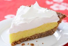 This delicious pineapple meringue pie will be an instant hit with family and friends. Make it with the meringue topping or whipped cream. Pineapple Pie, Pineapple Desserts, Crushed Pineapple, Pineapple Recipes, Vanilla Wafer Crust, Strawberry Shortcake Ice Cream, Bbq Desserts, Dessert Recipes, Dessert Ideas