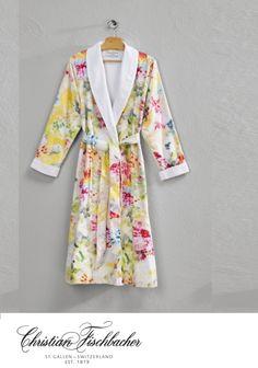 Christian Fischbacher Vernissage A57.307 badjas,robe satijn. Kleur:wit,groen,geel,blauw,aqua,paars Dessin : badstof Dreamflor wit