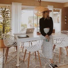 Summer Lookbook, Beautiful Interiors, Dining Room Table, Foto E Video, Dress Outfits, Dress Clothes, Fancy, House Design, Style Inspiration