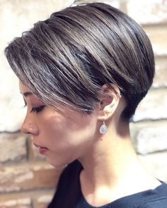 This hair type may be a flighty thing, however, these perfect short haircuts for fine hair will enable you to ace it in a couple of cuts. kurzhaar feines haar 20 Perfect Short Haircuts for Fine Hair Thin Hair Short Haircuts, Short Hairstyles Fine, Short Hair With Bangs, Short Hair Cuts, Short Punk Hair, Short Hair Back View, Pixie Cut Blond, Pixie Cuts, Curly Hair Styles