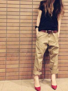 UNIQLOのチノパンツを使ったmisaのコーディネートです。WEARはモデル・俳優・ショップスタッフなどの着こなしをチェックできるファッションコーディネートサイトです。 Khaki Pants, Khaki Shorts, Khaki Pants Outfit