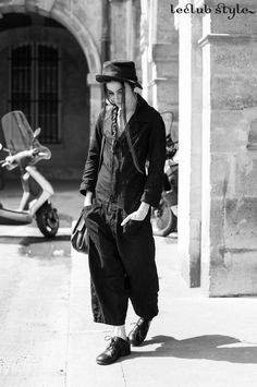 Womenswear Street Style by Ángel Robles. Fashion Photography from Paris Fashion Week. Vintage inspired outfit with black jumpsuit, hat and brogues. On the street, Av. du General Clavery, Paris.