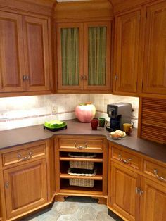Design Ideas And Practical Uses For Corner Kitchen Cabinets Kitchens - Corner kitchen cabinet ideas
