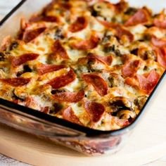 Let's start the year out right with this Low-Carb (and Gluten-Free) Deconstructed Pizza Casserole! This recipe is low-carb, Keto, low-glycemic, and gluten-free; use the Diet-Type Index to find more recipes like this one. Low Carb Paleo, Low Carb Pizza, Low Carb Diet, Low Carb Recipes, Diet Recipes, Cooking Recipes, Healthy Recipes, Ketogenic Recipes, Chicken Recipes