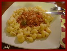 *************************************************** Pour ma première recette Thermomix, j'ai choisi une recette simple du livre &A table avec thermomix&. Ingrédients: Pour la sauce: 100 g d'oignons 40 g d'huile d'olives 700 g de tomates en boîte égouttées...