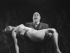 Invocando el mal: #escribir terror. La escena del zombi de Plan 9 from Outer Space, la peor película de la historia del cine.