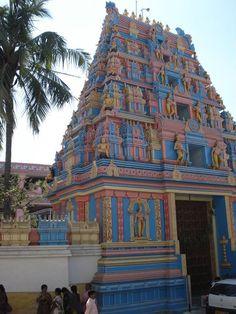 Entrada a Prashanti Nilayam