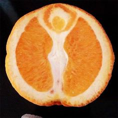 forget about jesus in your toast, my friend just found the goddess in her orange! (orange sliced in half, showing a 'Goddess' silhouette with raised arms) Weird Fruit, Funny Fruit, Strange Fruit, Funny Food, Fruit And Veg, Fruits And Veggies, Wiccan, Magick, Witchcraft Spells