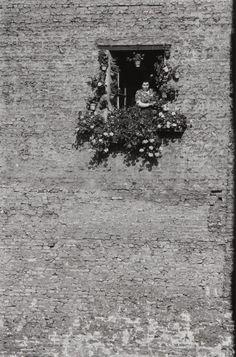 Journal of a Nobody — gacougnol: René Burri East Berlin Vintage Photography, Street Photography, Art Photography, Old Photos, Vintage Photos, East Germany, Berlin Germany, Berlin Wall, Photo B