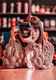 Deals On Cameras Classic Photography, Color Photography, Best Quality Camera, Girls With Cameras, Short Curly Styles, Female Photographers, Curly Bob Hairstyles, Vintage Cameras, Meat Farms