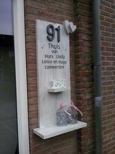 Naambord bij de voordeur