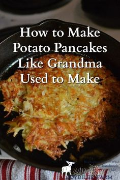 How to Make Potato Pancakes Like Grandma Used to Make When you learn how to make potato pancakes you have a frugal, simple, but filling meal at your service for any time of day. Breakfast Desayunos, Breakfast Recipes, Potato Dishes, Potato Recipes, Recipe For Potato Cakes, Vegetable Dishes, Vegetable Recipes, German Potato Pancakes, Polish Potato Pancakes