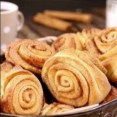 Vain yksi vilkaisu tähän ohjeeseen, enkä aio enää koskaan leipoa korvapuusteja samalla tavalla Sweet Pastries, Wine Recipes, Apple Pie, Sweet Recipes, Sweet Tooth, Bakery, Deserts, Food And Drink, Favorite Recipes