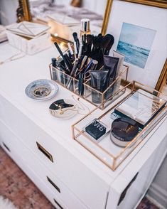 Fabulous Makeup Storage Design Ideas To Keep Your Makeup - vanity inspirati. - Fabulous Makeup Storage Design Ideas To Keep Your Makeup – vanity inspiration – - Rangement Makeup, Make Up Storage, Diy Storage, Storage Room, Jewelry Storage, Closet Storage, Bedroom Storage Hacks, Diy Vanity Storage, Makeup Storage Bedroom