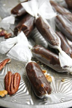 This would be so fun to have sitting out in a bowl. Not to mention addictive. Pecan Pie Taffy #glutenfree.