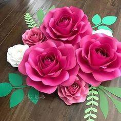 rosas de papel - rosas pink de papel Paper Flower Patterns, Paper Flowers Craft, Large Paper Flowers, Paper Flower Wall, Paper Flower Backdrop, Giant Paper Flowers, Flower Wall Decor, Flower Crafts, Diy Flowers