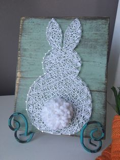 Fluffly Bunny String Art by GirlwithGlue on Etsy - Fabric Crafts String Art Diy, String Crafts, Easter Crafts, Holiday Crafts, Easter Decor, Diy Cadeau Noel, Diy And Crafts, Arts And Crafts, Creative Crafts