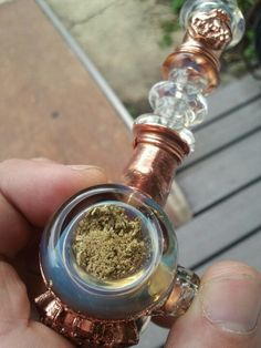 how to use a small bong