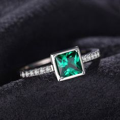 0.5ct Simulated Emerald Solitaire Ring 925 Sterling Silver                      – Jewelz Galore