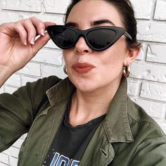 Donnell (@dressedinfray) • Instagram photos and videos Cat Eye Sunglasses, Photo And Video, Videos, Photos, Instagram, Fashion, Pictures, Moda, La Mode