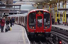 A new London Underground S Stock train departs Farringdon with a Metropolitan Line service to Aldgate. London Underground Train, London Underground Stations, Ride London, London Tours, London Transport, Public Transport, Taxi, Glasgow Subway, Trains