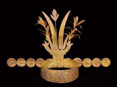 Indonesië, Nias - Verfijnde Indonesische hofkunst: een gouden kroon uit Nias. Museum Volkenkunde in Leiden toont de bijzondere collectie Indonesische kunst die verzamelaar Frits Liefkes het museum naliet.