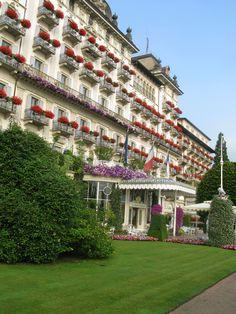 Facciata a lago. Grand Hotel des Iles Borromees. Stresa. Lago Maggiore. Italy