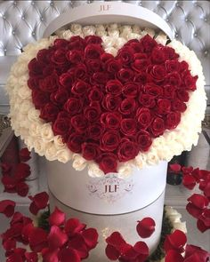 This Valentine's Day, sweep her off her feet with this beautiful arrangement. arrangements valentine Signature Heart 300 Rose Box - JLF Flower Boutique in Los Angeles Amazing Flowers, Beautiful Flowers, Unusual Flowers, Flowers For Girlfriend, Rosen Box, Valentines Flowers, Valentine Nails, Valentine Ideas, Rosa Rose