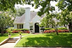 Dallas, Tx home exterior. Great curb appeal, love it! Exterior Design, Interior And Exterior, Cottage Exterior, White Houses, Cottage Style, White Cottage, Feng Shui, My Dream Home, Curb Appeal